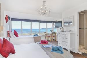 Sea View Sleeps 3