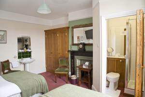 Twin Room (2)