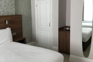 Room 11 - Triple