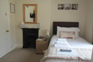 Room 6-  Single Ensuite