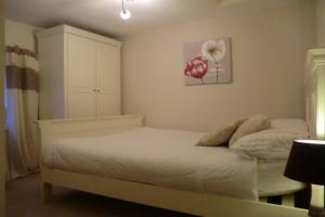 Double Room (Shared Bathroom)