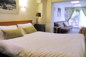 Hudsons Suite - ROOM ONLY (Ref.2)