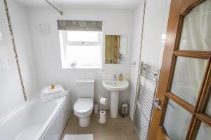 Kione Turrys - Bathroom, shower over bath.