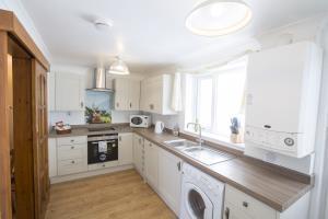 Kione Turrys - Kitchen
