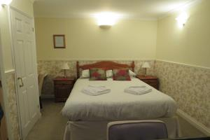 Room 11 - King Size Bed