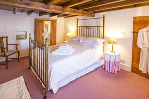 Traditional B&B at Ballavere Cottage
