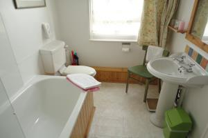 6: Twin, private bathroom