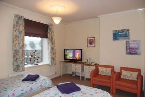 Large room with twin or king bed with en-suite