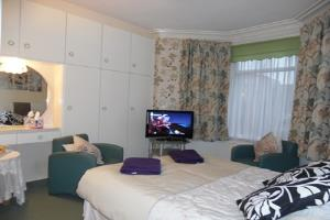 large double en-suite room