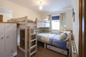 Kione Turrys - Second Bedroom Adult Bunks